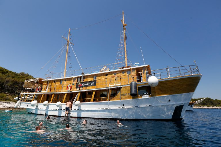 Otac Duje has 2 levels of above-deck cabins