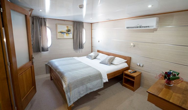 An above-deck double cabin.