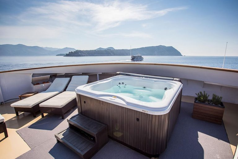 A jacuzzi with the most incredible views imaginable.