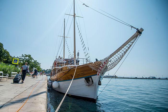 Novi Dan, docked up
